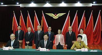 "Director of the Hong Kong Observatory, Shun Chi-ming (left, front row); Deputy Administrator of the Civil Aviation Administration of China, Wang Zhiqing (centre, front row); and Deputy Administrator of the China Meteorological Administration, Jiao Meiyan (right, front row), signed a co-operation agreement on the joint establishment of the ""Asian Aviation Meteorological Centre""."