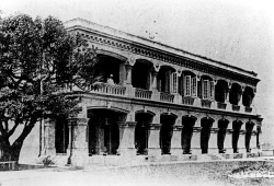 1913: A photograph of the 1883 Building taken in 1913.