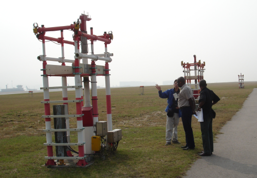 Mr. S.K. Wong (left), a radar specialist mechanic of the Observatory, introduced the operation of runway visual range transmissometer to the two Nigerian experts.